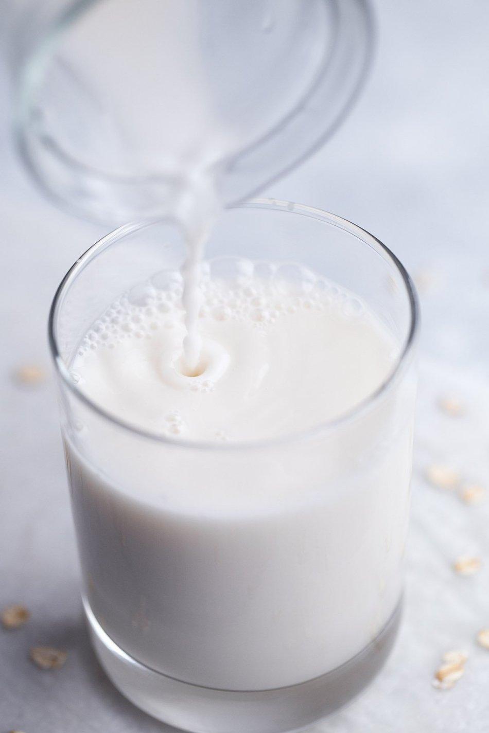 Homemade Oat Milk | Vegan Friendly, Free of Dairy, Gluten, ad Refined Sugar