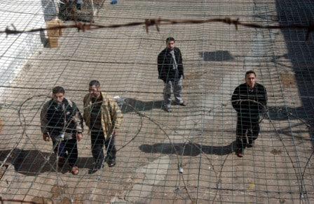 تاريخ من الصمود.. آلاف الأسرى يبدأون غداً إضراباً مفتوحاً عن الطعام