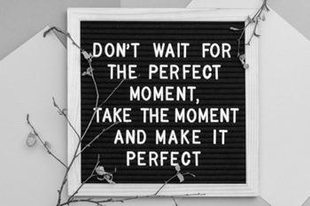 Non-aspettare-il-momento-perfetto-cogli-l-attimo-e-rendilo-perfetto