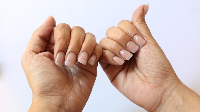 Yes You Can Totally Diy A Fancy Looking French Manicure In 8 Steps