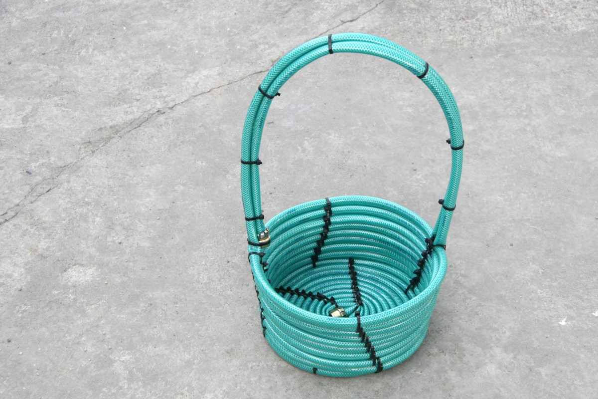 3 Ways to Make a Basket from a Garden Hose - wikiHow