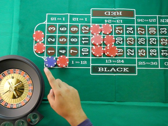 5 Ways to Practice Roulette Strategy - wikiHow