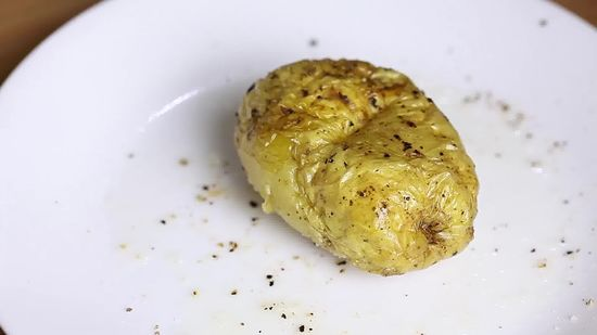 how to bake a potato in the microwave