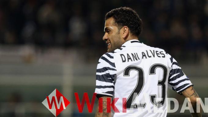 yang membuat Dani Alves abaikan tawaran Chelsea
