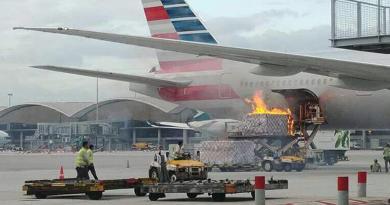 kebakaran dekat pesawat
