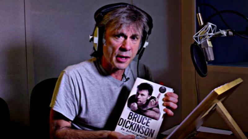 Bruce Dickinson lê trecho de sua autobiografia What Does This Button Do?