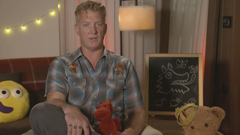 Josh Homme conta história de dragões para crianças