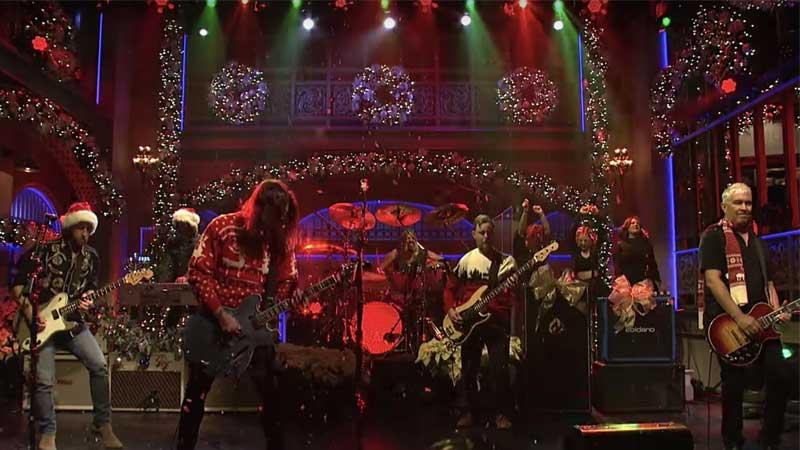 Foo Fighters faz medley de Natal no Saturday Night Live