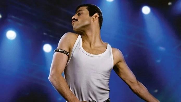 Rami Malek interpretando Freddie Mercury no filme Bohemian Rhapsody