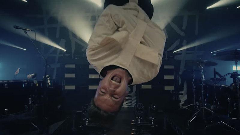 """Papa Roach divulga clipe bizarro de """"Traumatic"""""""
