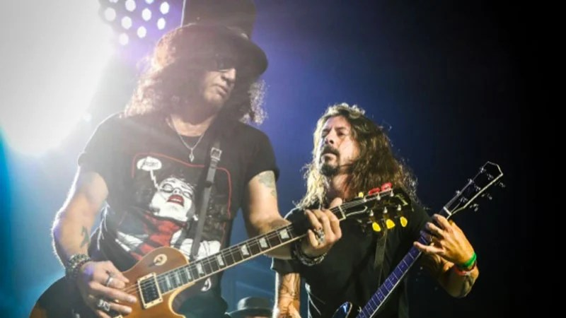 Guns N' Roses e Dave Grohl