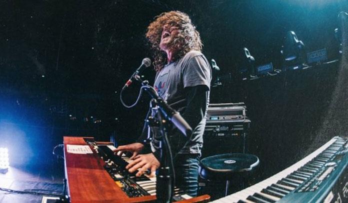 Dizzy Reed lança seu primeiro álbum solo, Rock 'n Roll Ain't Easy