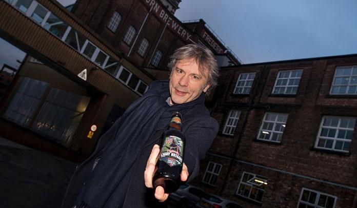 Bruce Dickinson apresenta nova cerveja em parceria com ONG de soldados