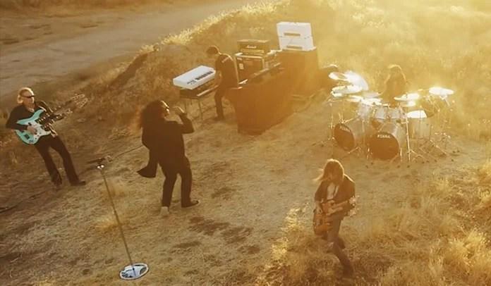 """Sons Of Apollo divulga clipe para faixa """"Alive"""""""