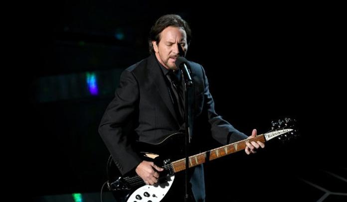 Eddie Vedder faz emocionante cover de Tom Petty no Oscar 2018