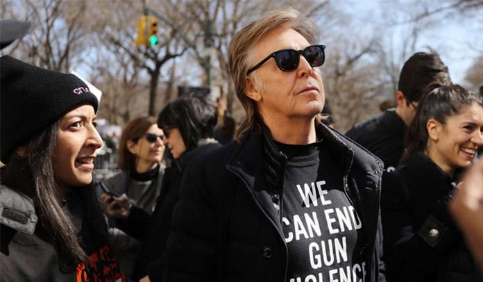 Paul McCartney participa de marcha anti-arma em Nova York em memória de John Lennon