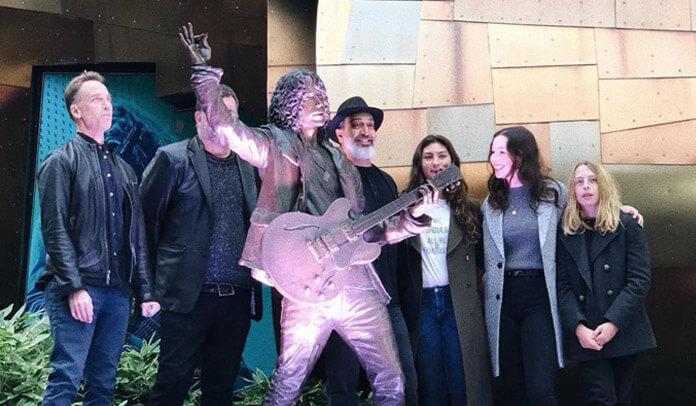 Estátua de Chris Cornell é inaugurada em Seattle