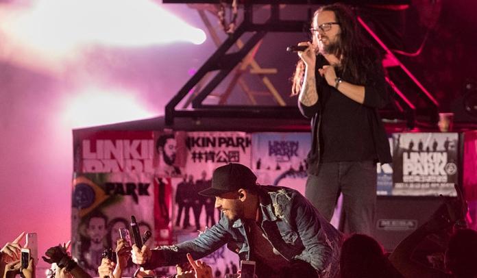 Jonathan Davis, do Korn, e Mike Shinoda, do Linkin Park. Dois expoentes do Nu Metal