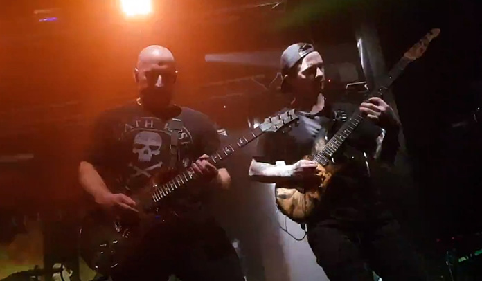 All That Remains faz show com substituto de Oli Herbert em Londres