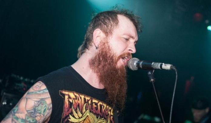 Guitarrista do Killswitch Engage deixa turnê por emergência familiar
