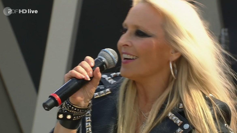 Doro Pesch lança clipe emocionante sobre amizade cantando em alemão