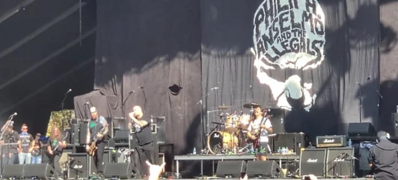 Philip Anselmo & The Illegals tocam músicas do Pantera