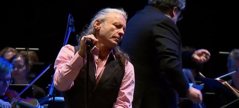 Bruce Dickinson se apresenta em concerto de homenagem a Jon Lord