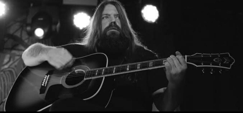 """Mark Morton no vídeo do cover """"Black"""", do Pearl Jam"""