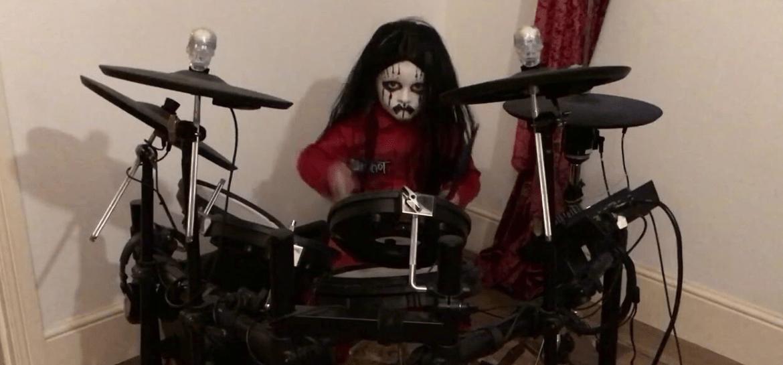 """Baterista de 5 anos e fã de Slipknot aparece em vídeo tocando """"Before I Forget"""""""
