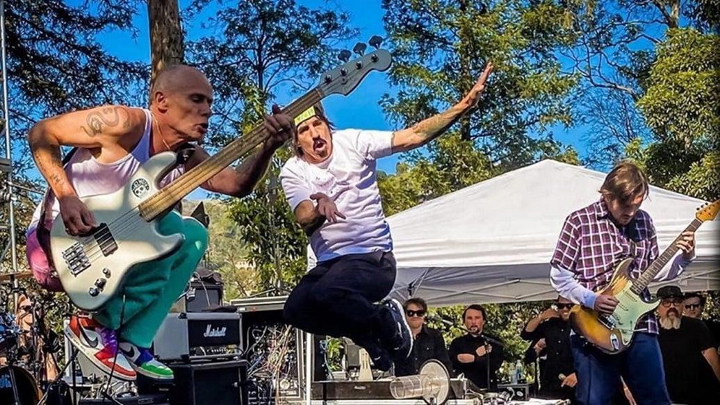 Red Hot Chili Peppers faz primeiro show após retorno de John Frusciante