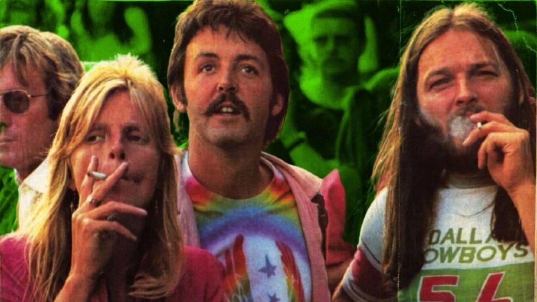 Linda, Paul McCartney e David Gilmour fumam durante show em 1976