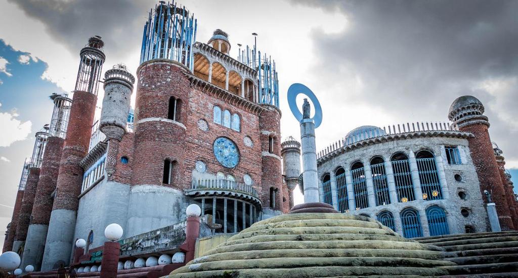 Don Justo, De Man Die Al 53 Jaar Lang Zijn Eigen Kathedraal Bouwt In Spanje