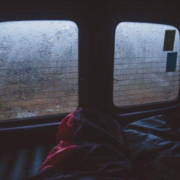 Hoe kampeer je in de regen? 10 tips!