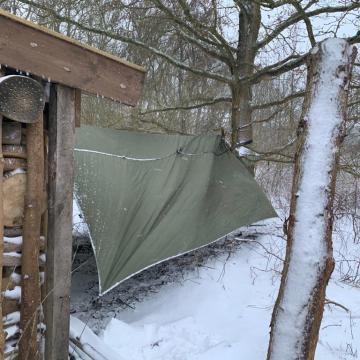Kamperen in een hangmat in de sneeuw