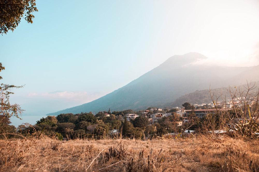 Vulkan San Pedro hinter Wiese