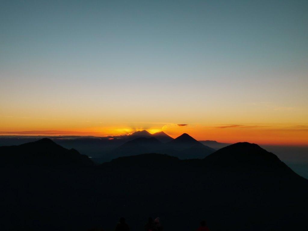 Vulkan Santa Maria Sonnenaufgang weit