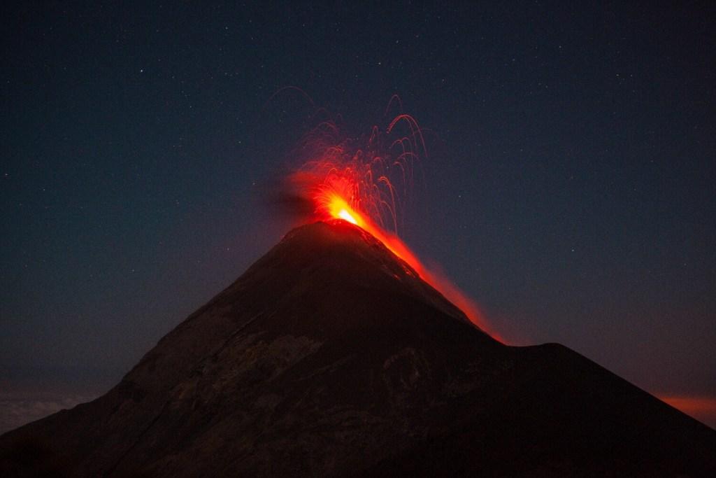 Vulkan Acatenango in Guatemala Beobachtung Vulkanausbruch