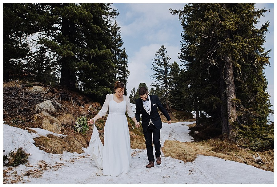 How to choose an adventure wedding dress for your mountain wedding by Wild Connections Photography