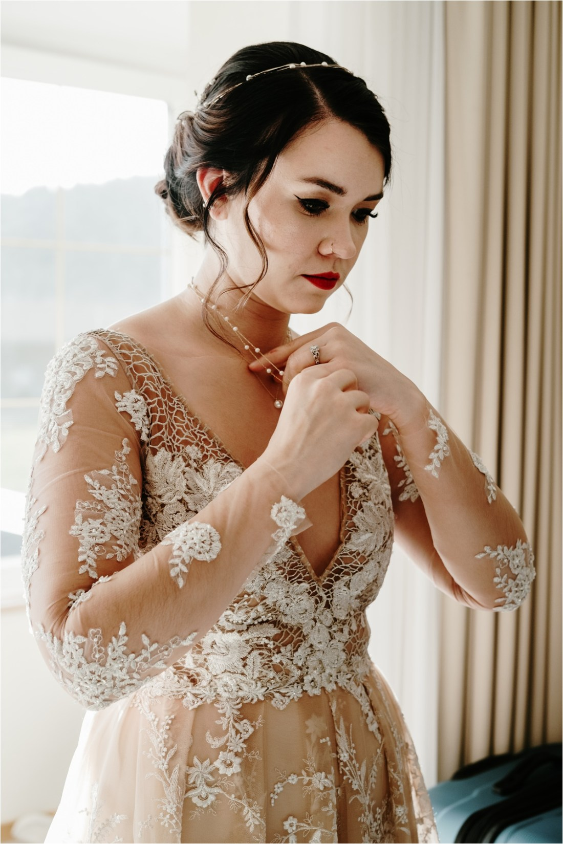 Great Gatsby inspired bridal look for this LGBT winter wedding in the Bavarian Alps. Photo by Wild Connections Photography