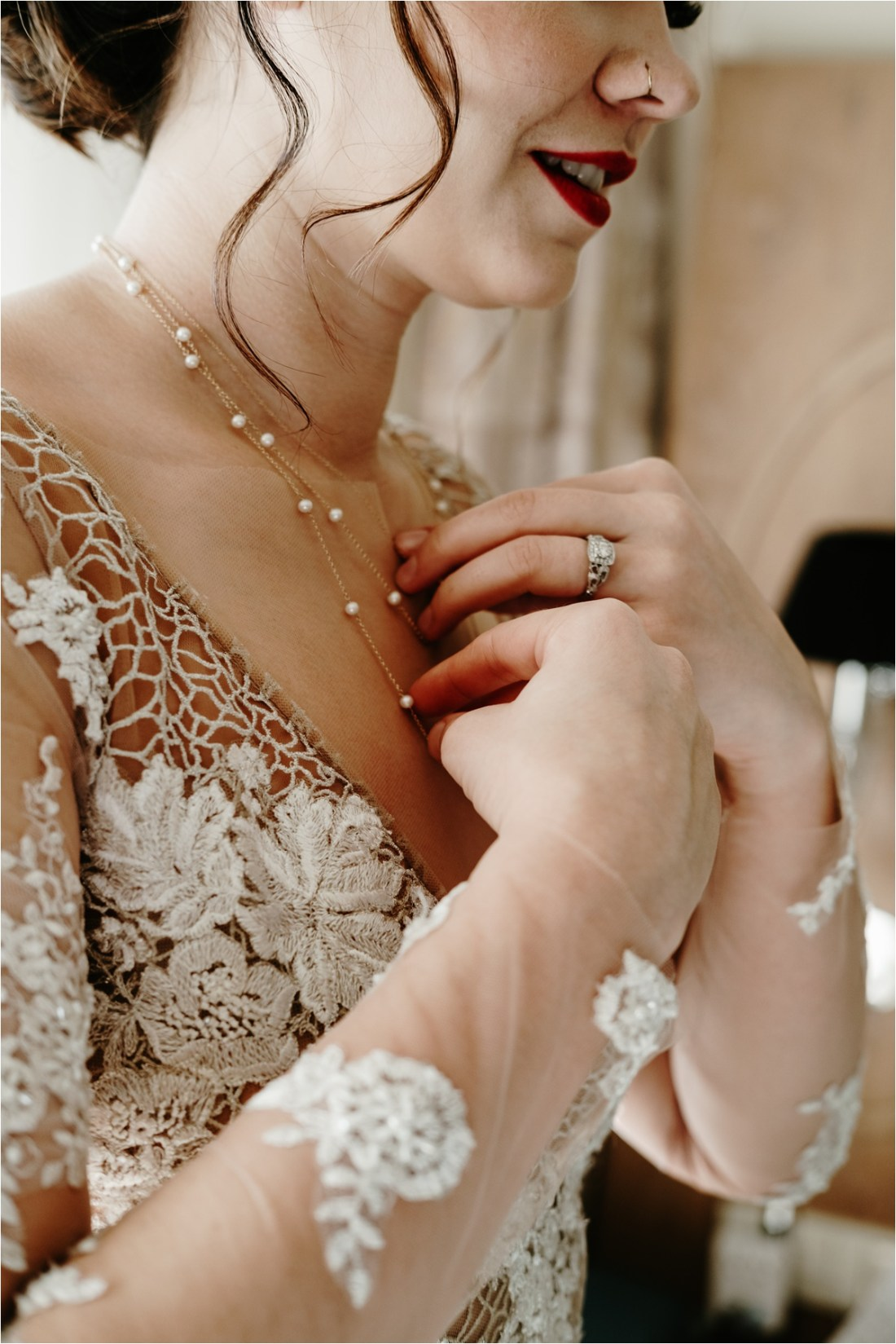 Great Gatsby inspired bridal look. Photo by Wild Connections Photography