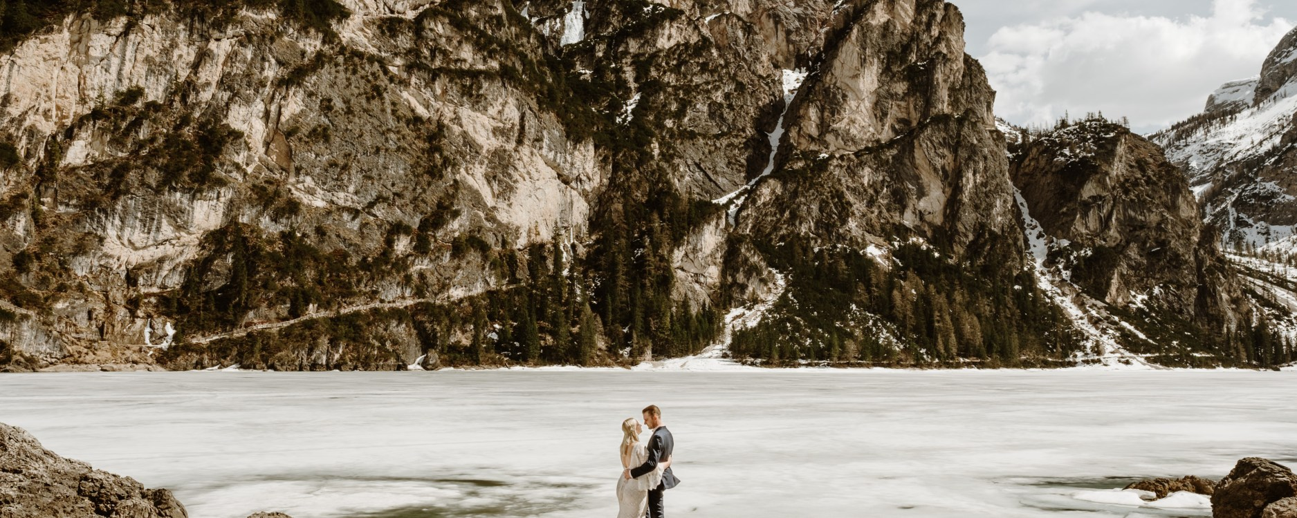 A winter elopement in the Dolomites at Lago di Braies by Dolomites Elopement Photographer Wild Connections Photography
