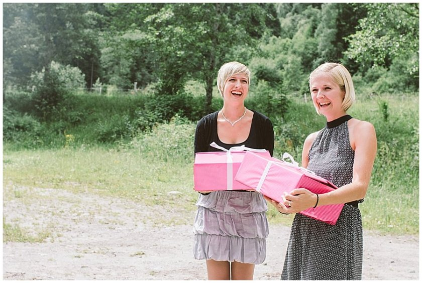 Trash The Dress Photo Shoot Austria - Women holding pink boxes and laughing by Wild Connections Photography