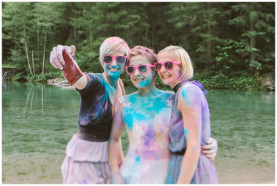 Trash The Dress Photo Shoot Austria - Bride and her sisters take a selfie by Wild Connections Photography