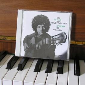 ROSINHA DE VALENCA um violao em primeiro plano CD
