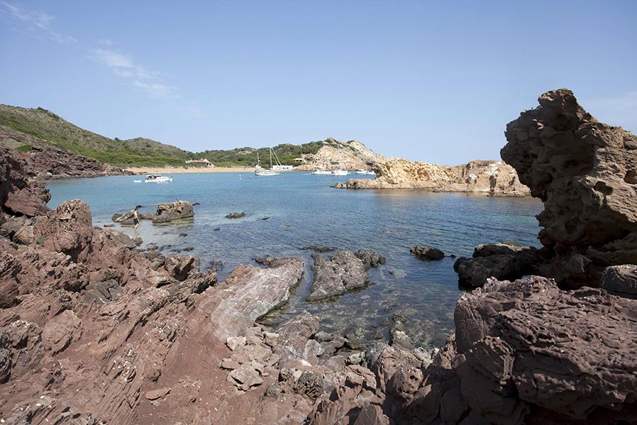 Vista de la Cala Pregonda desde la Punta de na Freda