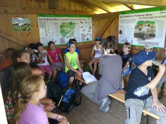 Ferienprogramm in der Torfhütte im Thalhamer Moos