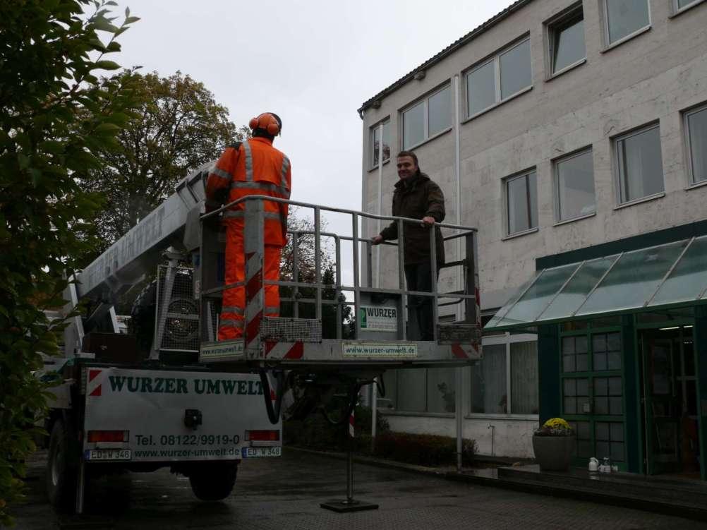 Unterstützung durch Firma Wurzer Umwelt GmbH©Wildland-Stiftung Bayern