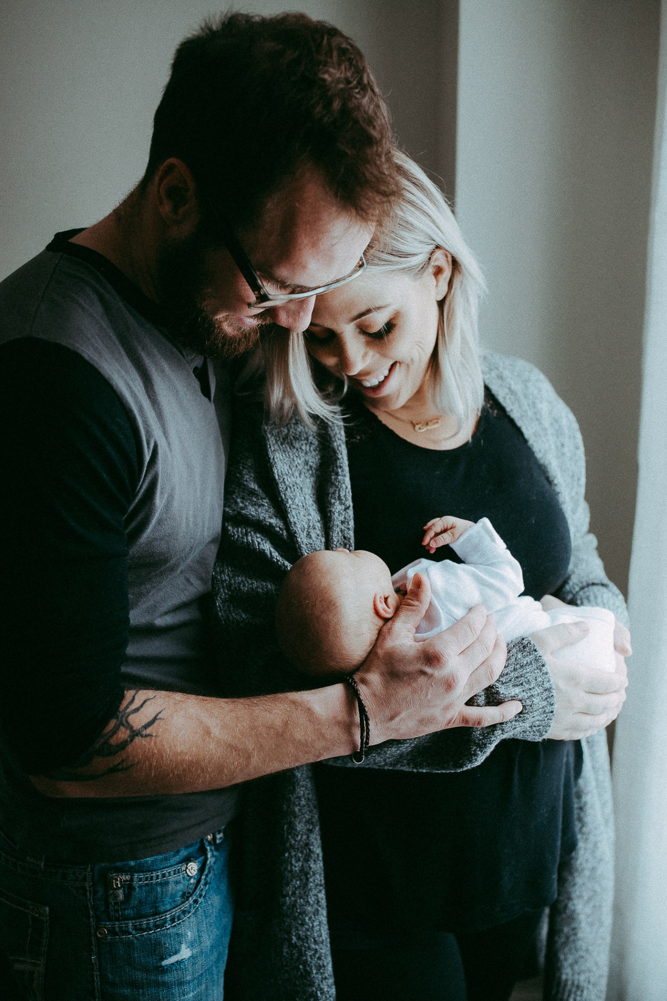 family photographer,newborn,newborn lifestyle photography,newborn photographer,newborn photographer red deer,newborn photos,