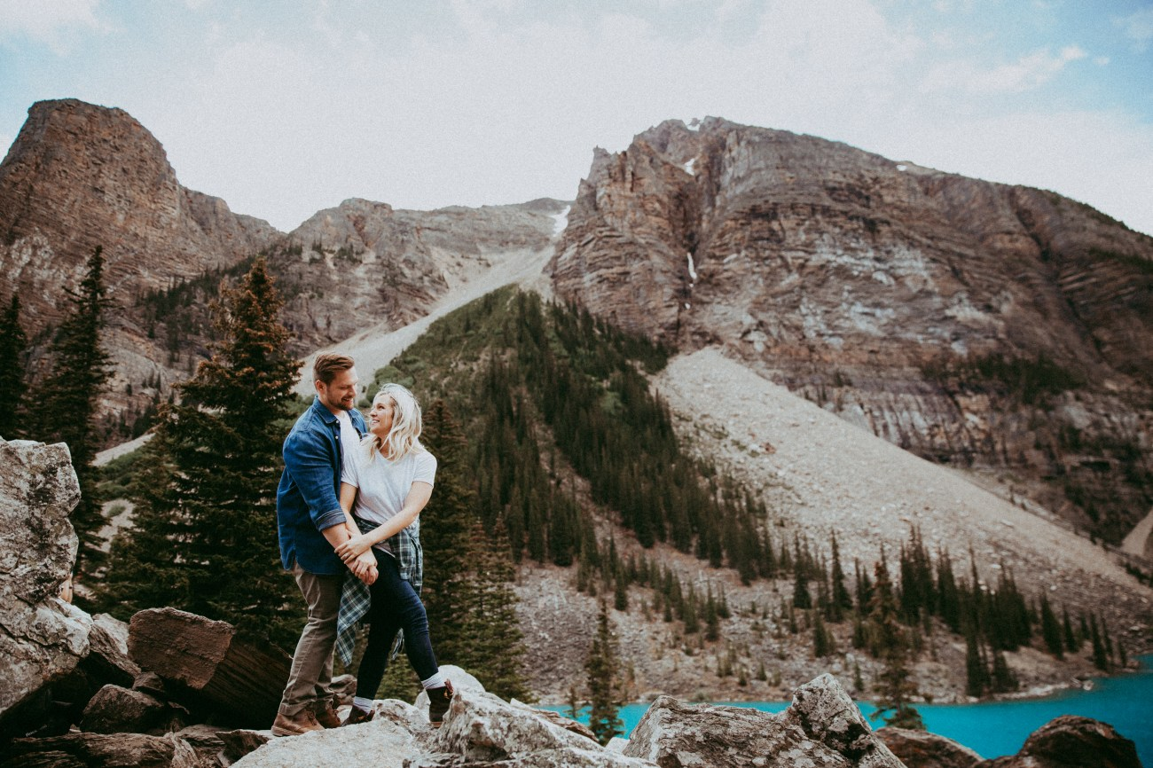 moraine lake lodge, moraine lake, banff alberta, banff photographer, moraine lake honeymoon, banff honeymoon