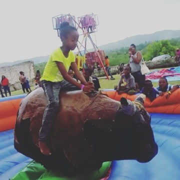 1.. 2.. 3... 4.. How long could you stay on our Mechanical Bull.  #wildrides #pa